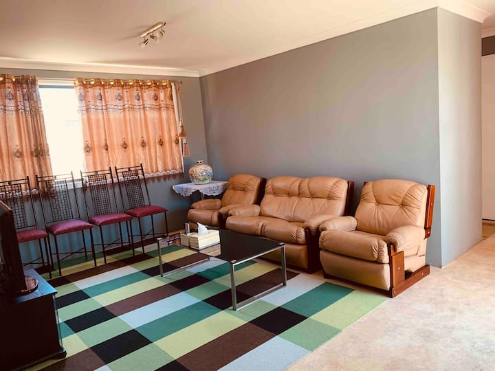 3 Cozy private rooms, Homely & Near all amenities
