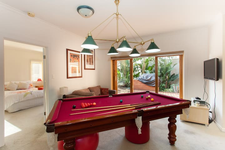 Private lounge with pool table &TV