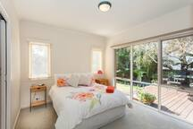 Spacious Bedroom - Sunny & Bright  outlook