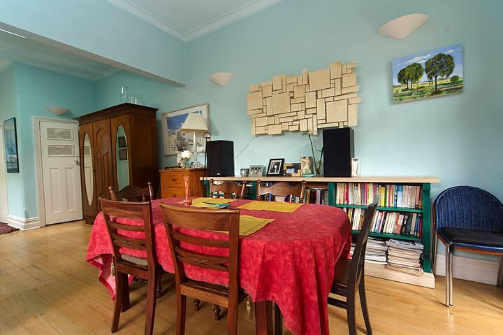 BONDI  ROOM IN ARTY HOUSE,  WIFI