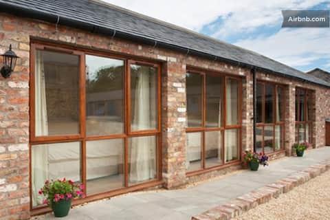 Cottage in Goodmanham on Wolds Way