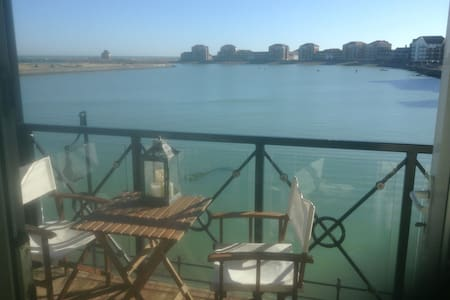 En-suite  room in modern waterside apartment. - Eastbourne - Apartment