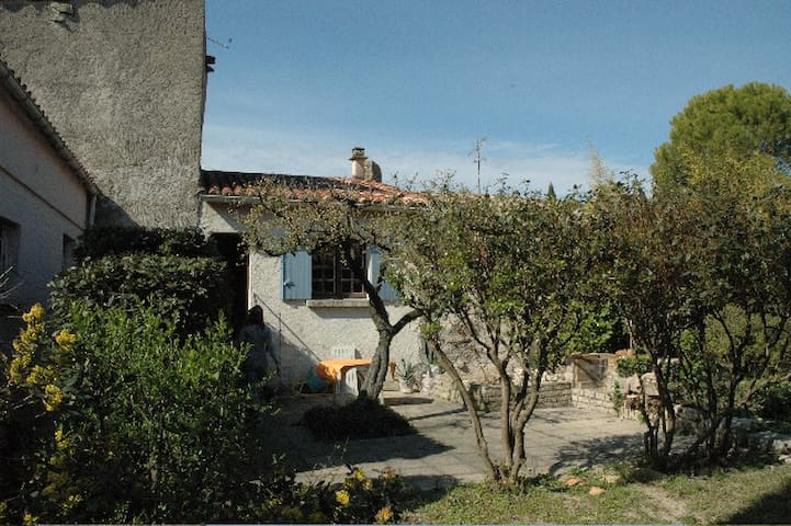 Very nice house with garden in typical village - Nages-et-Solorgues - House