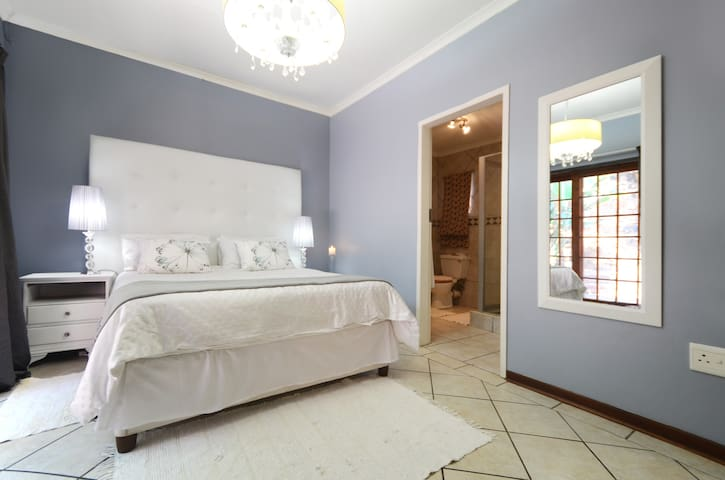 38OnLotusLane in Picturesque Irene - Centurion - Rumah