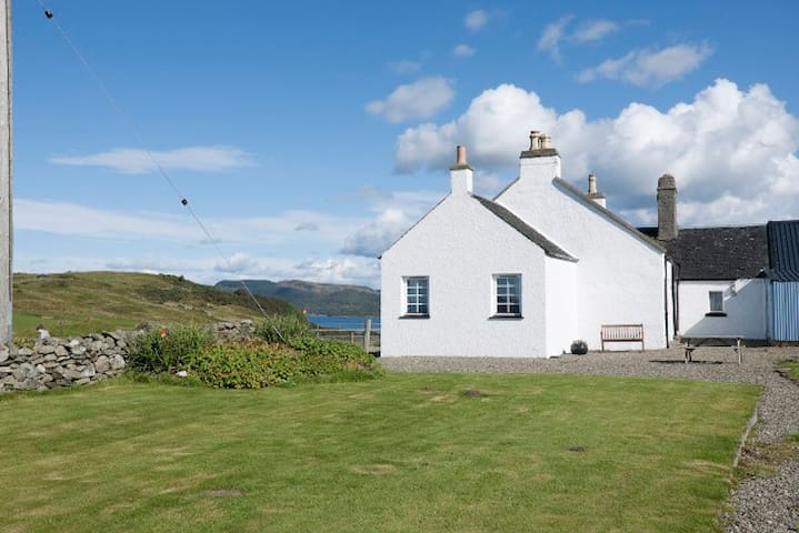 Aird Steading Cottage, with magnificent sea views