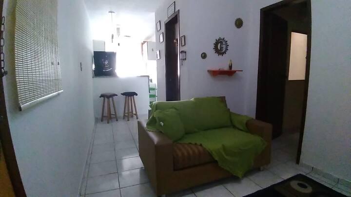 AP. 02 quartos, sala de estar, jantar e cozinha