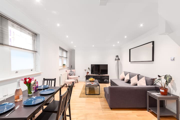 30% off! New 3 Bed Central London home + balcony