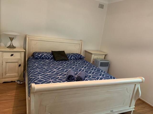 Spacious Room In A Family House Near Westmead
