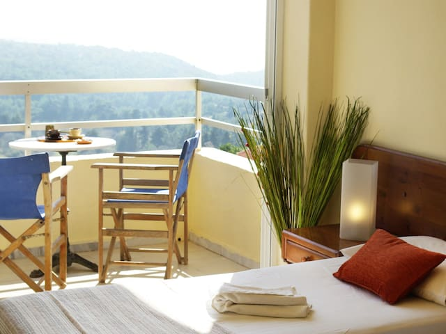 PERFECT DESTINATION for friends! - Monolithos - Bed & Breakfast