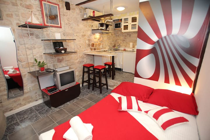 Cozy studio in Trogir old town Apartment Dragazzo - 特羅吉爾 - 公寓