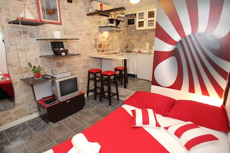 Cozy studio in Trogir old town Apartment Dragazzo - Trogir - Leilighet