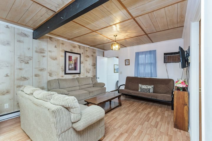 Sand Dollar Cottage North - A Cozy & Cute Vacation Home on Chincoteague Island!