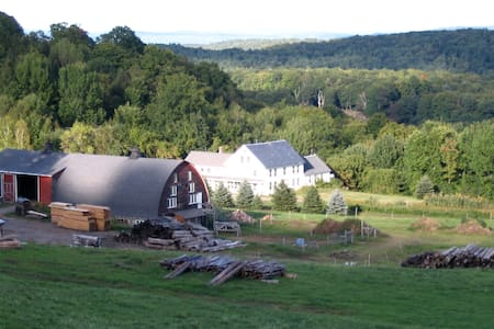 Sunrise Farm, Brattleboro Farm-stay - Guilford