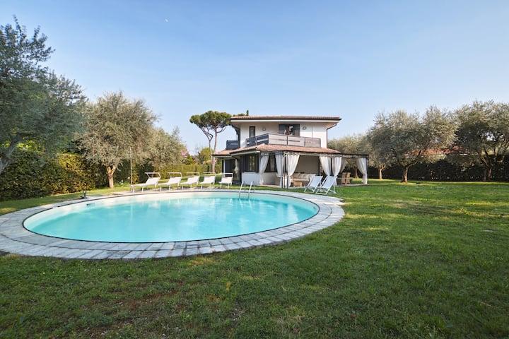 Villa Grazia: elegant single villa + private pool