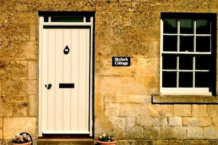 Skylark Cottage, a Cotswold retreat - Blockley - House - 1