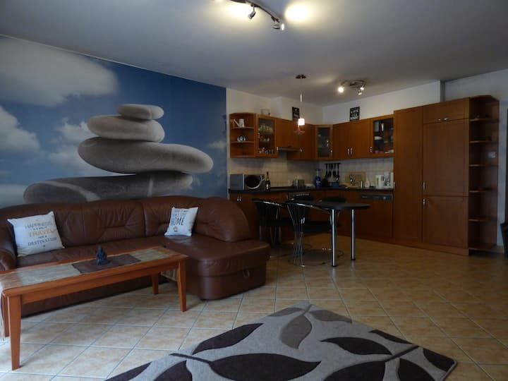 Central modern 2BR, balcony, FREE INDOOR PARKING