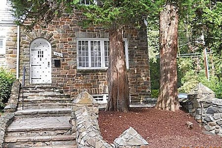 Charming Stone House Lower Level - 볼티모어(Baltimore)