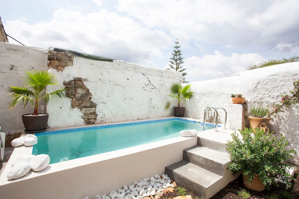 Authentic village house with pool townhouses en alquiler for Decoracion de patios con piscina