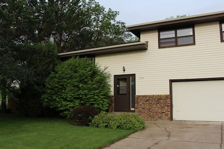 Rest and Relax in 2 Bedroom Home - Bismarck - Maison