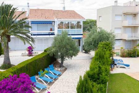 Apartamento con jardin privado barbacoa L'Ampolla