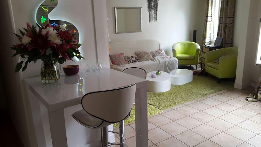 Chambre confortable au calme avec