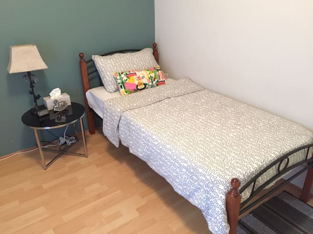 Cozy bedroom with easy going housemates - Queens Park