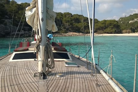 SLEEPING ON A SAILBOAT IN MENORCA - Ciutadella de Menorca - 船