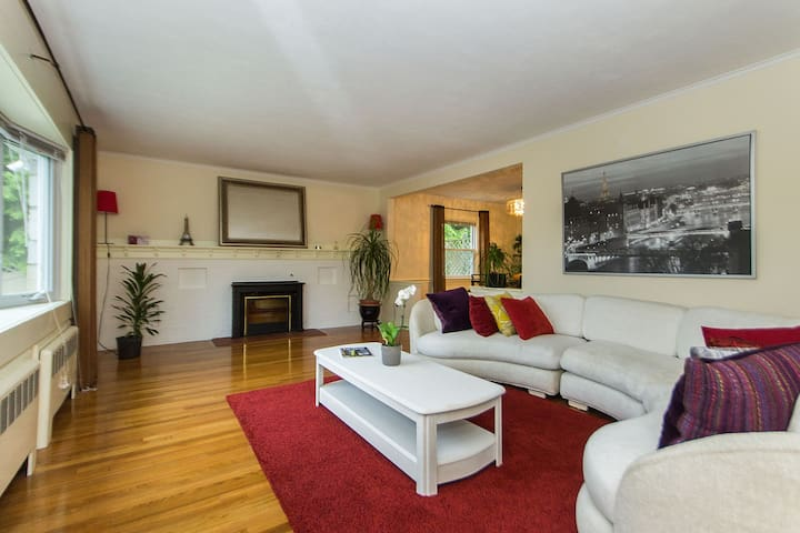 Beautiful 3 bd- 1.5 bath with parking, in Boston.