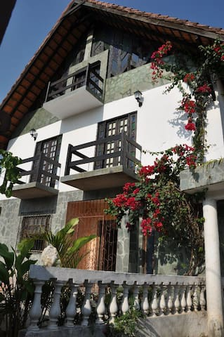 Chalet Guesthouse hostel/Bahia - Lauro de Freitas - House