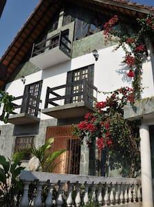 Chalet Guesthouse hostel/Bahia - Lauro de Freitas - Dům
