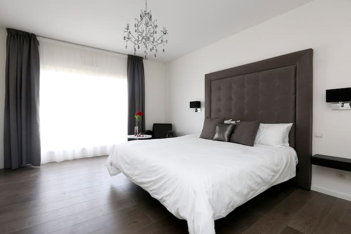Chambre avec literie haut gamme - Chelles - Bed & Breakfast