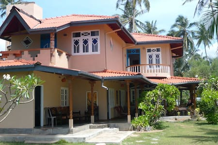 Beach Resort with large garden - Unawatuna