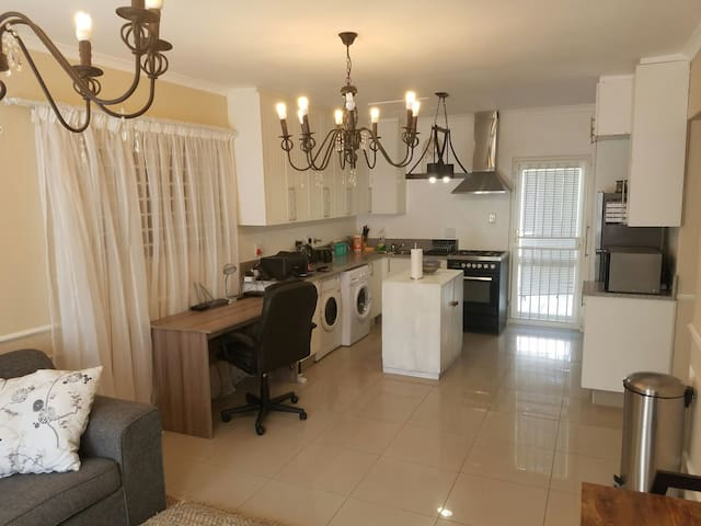 2 Bedroom Apartment in Constantia