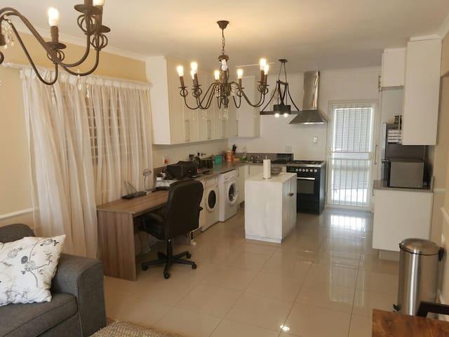 2 Bedroom Apartment in Constantia