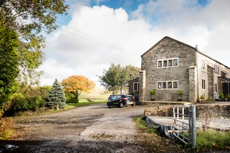 Charity Farm - quiet, rural comfort - Newhey