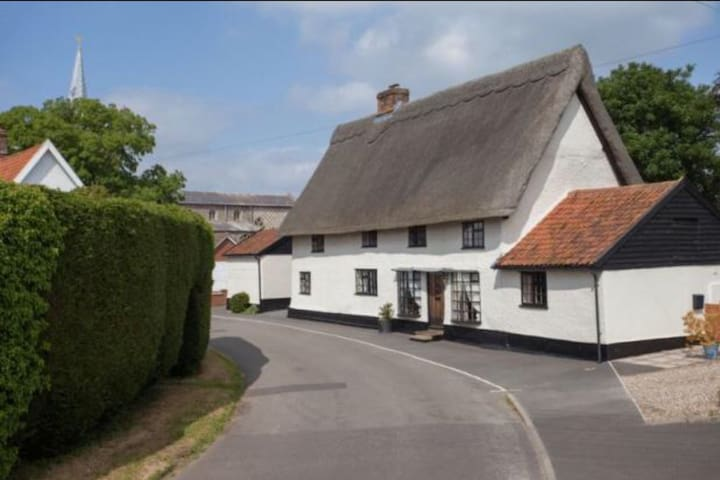 Beautiful spacious, Norfolk cottage - Great Ellingham - Hytte