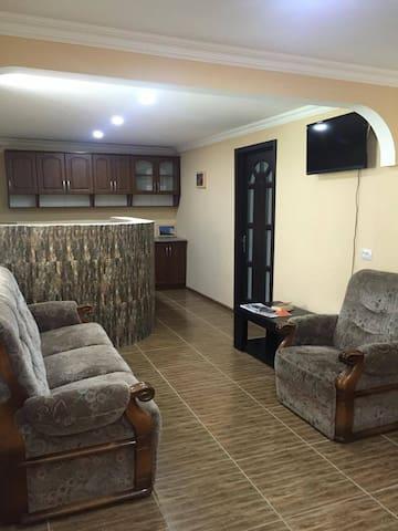 Nunu's Guesthouse - Stepantsminda - Guesthouse
