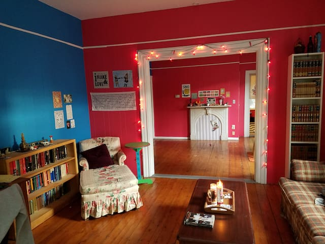 Cozy and Colorful Armory District Apartment - Providence - Muu