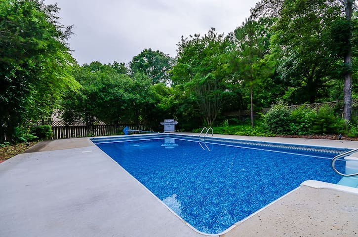 Stunning 4 BDR Mansion, 1 Acre ,Pool - Conyers - Hus