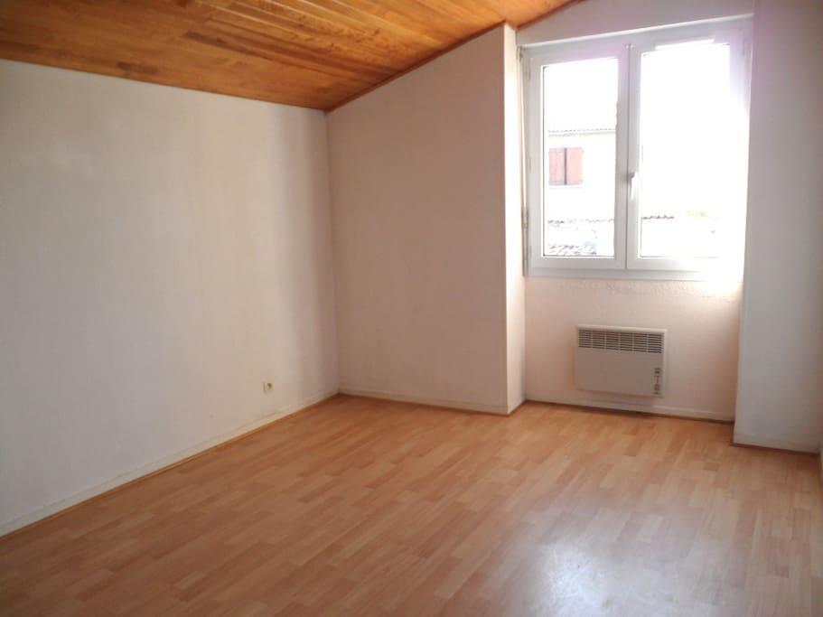 Chambres n°2. Poutres apparentes