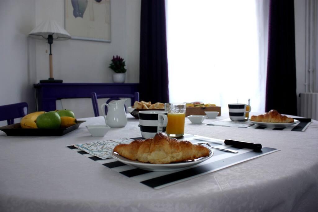 Bnb in paris near eiffel tower pernottamento e colazione for Colazione parigi