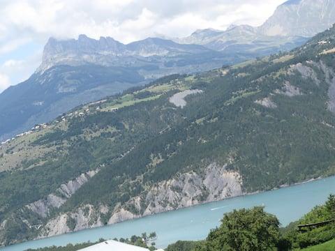 Vue  sur Embrun,lac de Serre-Ponçon, Les Orres