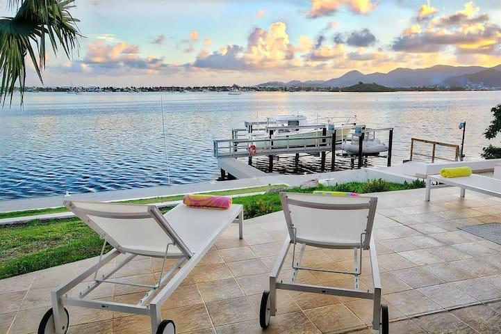 Amazing 5Bdrm Waterfront Villa - Lowlands - Villa