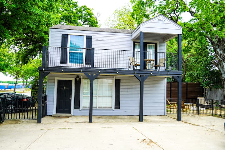 ✨Guest house minutes from Downtown Fort Worth!✨