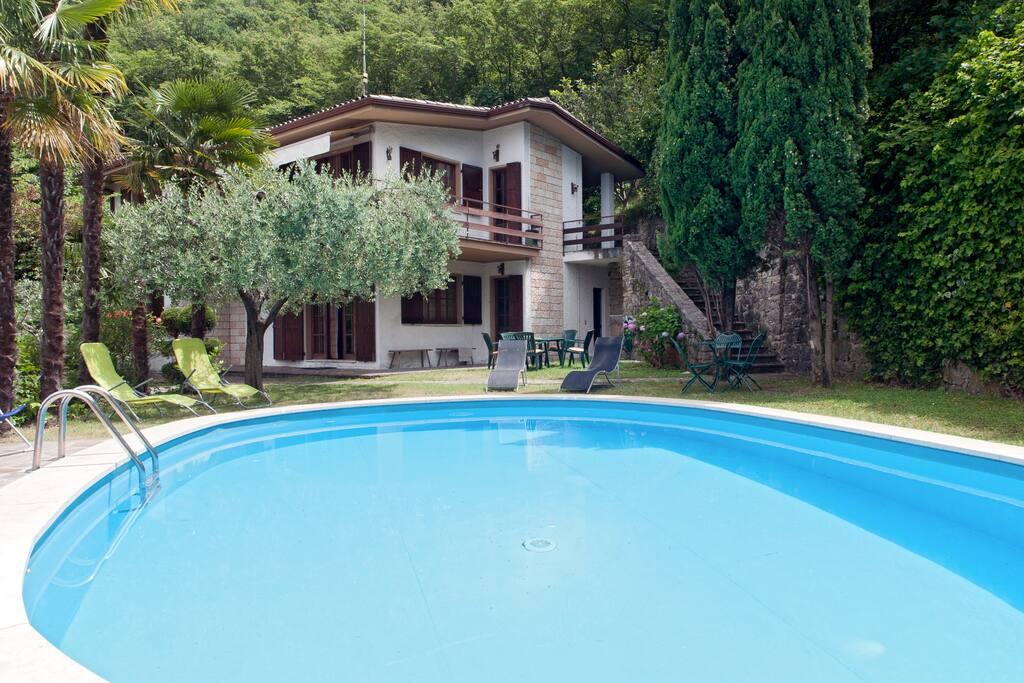 Lago di garda villa parking gratis ville in affitto a for Case affitto lago di garda capodanno