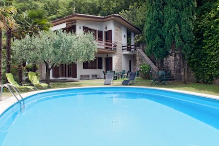 villa for 11 people, parking free - Castelletto di Brenzone