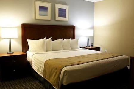 One-bedroom condo near beach in AC