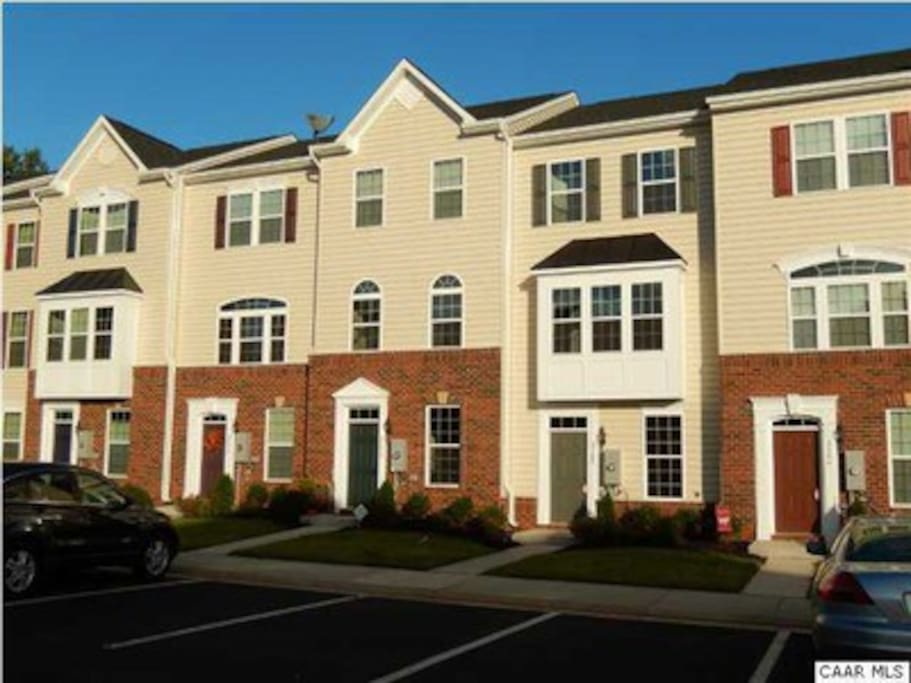Quiet spacious private suite townhouses in affitto a for Affitto cabina charlottesville va