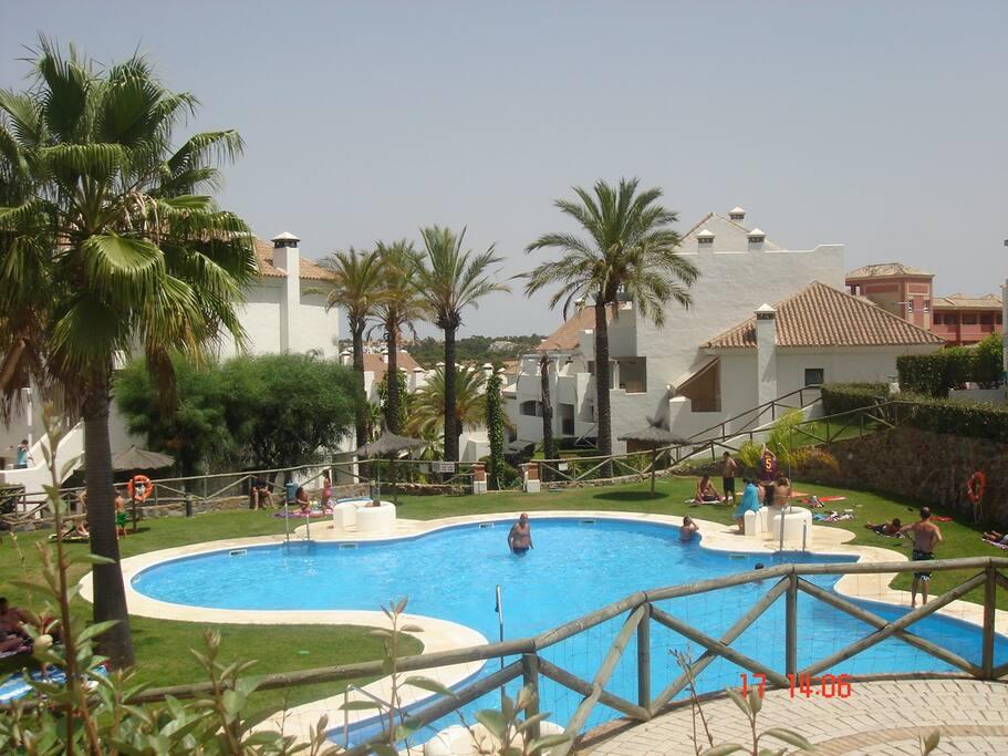 Islantilla exclusivo bajo con jardi casas en alquiler en for Alquiler bajo con jardin madrid