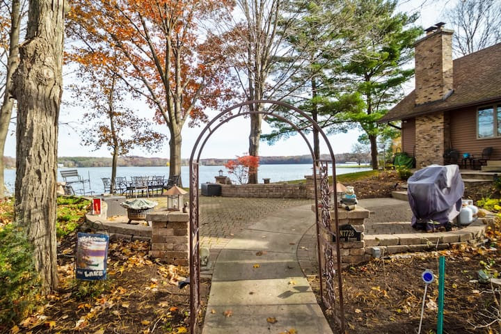 Charming and Cozy Lake home, Rice Lake, Perfect for a long stay in summer! - Lake Front Escape